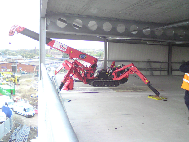 Spydercrane URW295 in use in between floors